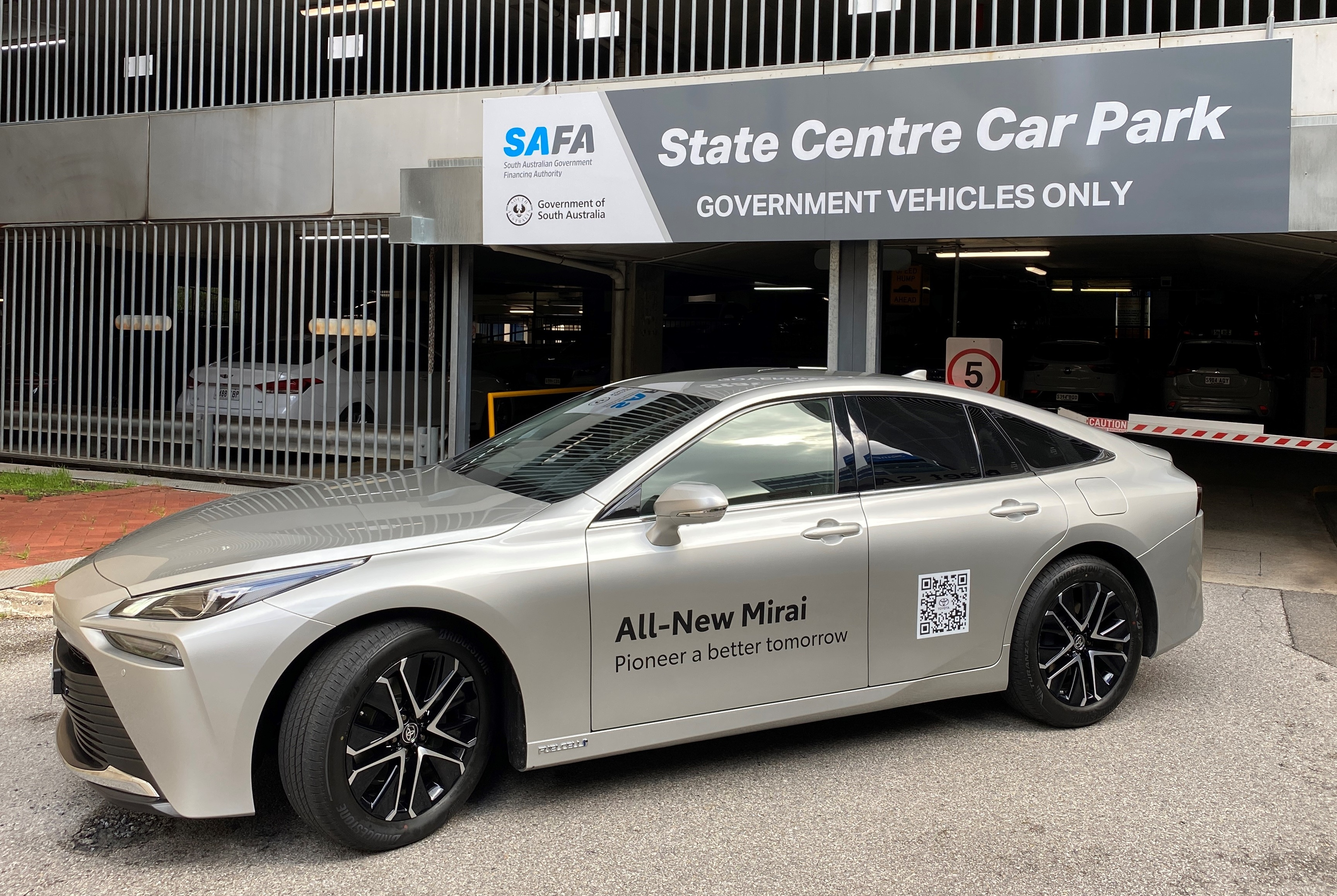 Hydrogen Fuel Cell Electric Vehicle - Toyota Miraj